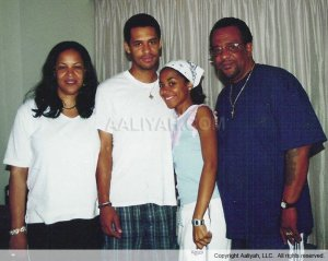 Aaliyah-with-family-aaliyah-18560060-689-550