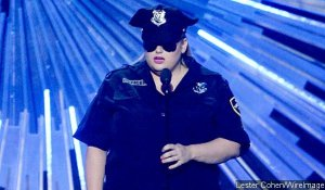 mtv-vmas-2015-rebel-wilson-criticized-after-making-light-of-police-brutality