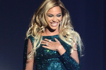 beyonce-glitter-dress-21k-billboard-1548