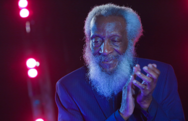 dick-gregory-onstage-nyc